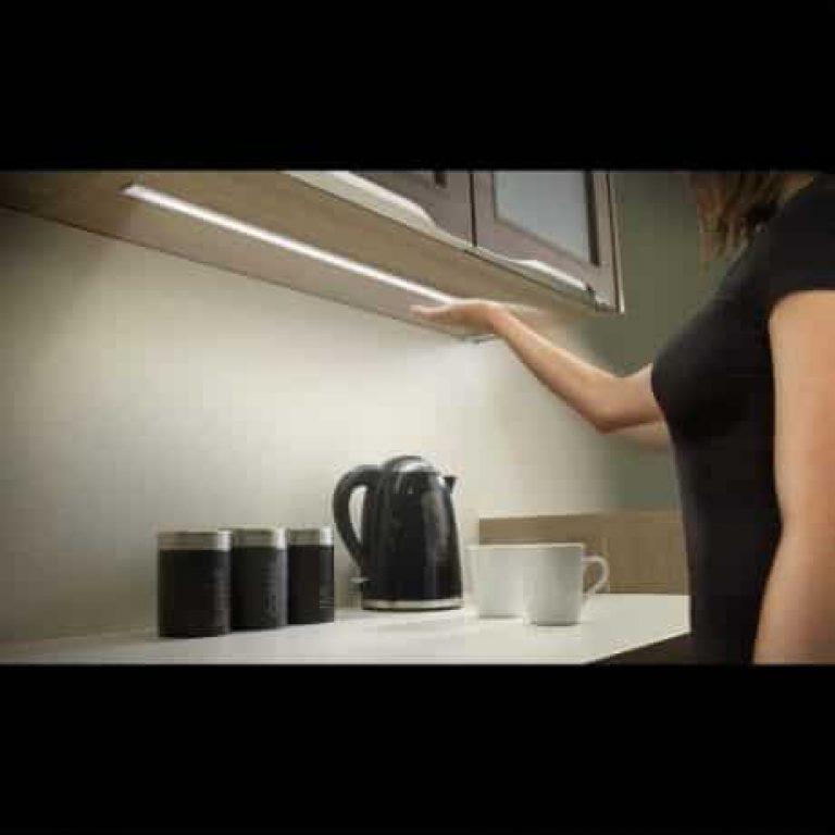 LED podelementna svetilka z IR brezstičnim stikalom in dimmerjem