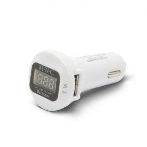 USB avtopolnilec s voltmetrom beli