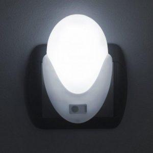 LED nočna lučka s senzorjem svetlobe