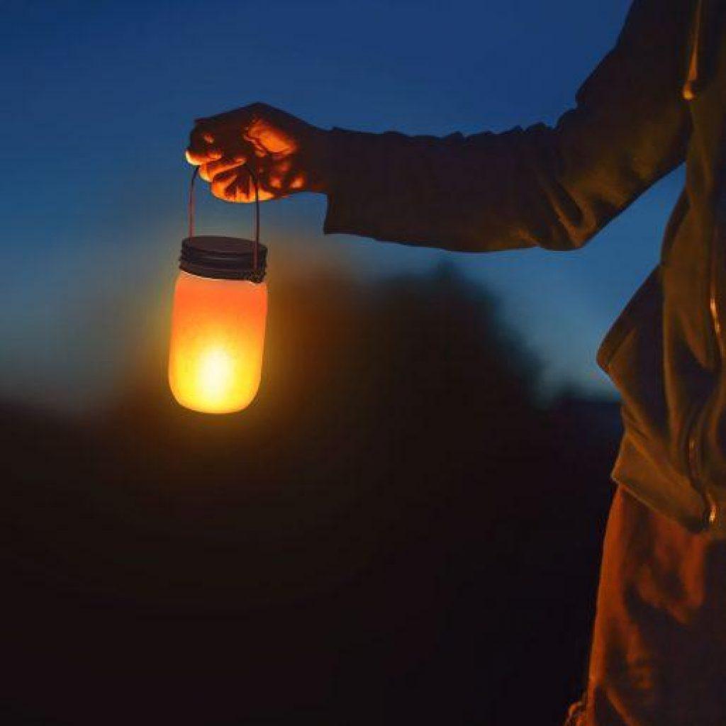 Baterijska LED svetilka z efektom ognja